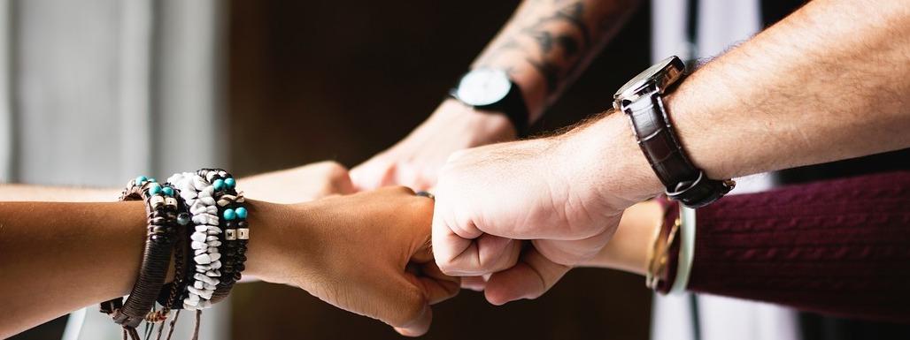 Bild mit Händen von Teammitglieder der Depotcity gmbh